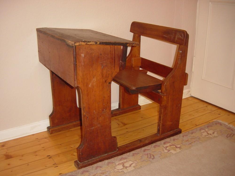 Simple-Old-School-Desk